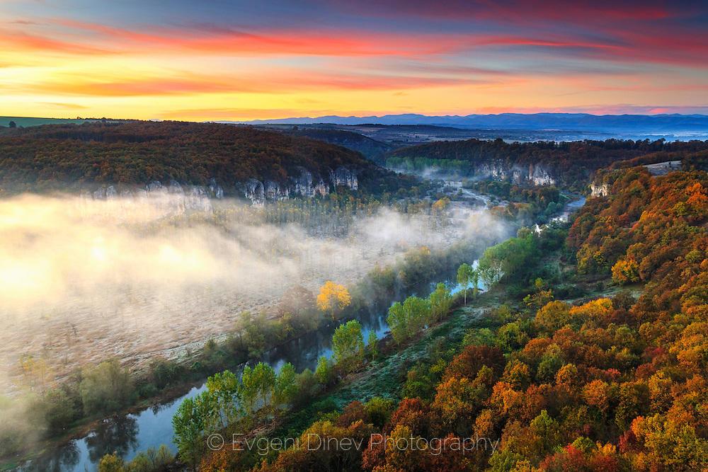 canyon_of_vit_river